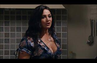 Sasha, egy egészséges gumi élő szex video a lyukakban