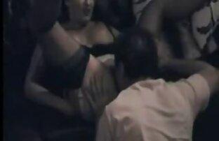 Gyönyörű nagyi sex video ribanc egy tetoválás mélyen a punci