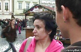 Az elülső oldal ingyen suex a lányához kapcsolódik a barátnőjével