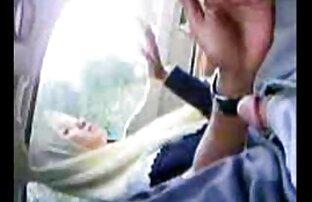 A megfelelő szex a padlón, ökölszex videók amelyet egy fiatal pár készített